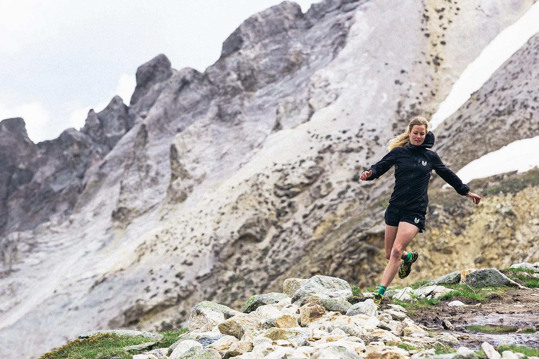Anne-Marie Flammersfeld, die in St. Moritz wohnhafte Diplom-Sportwissenschaftlerin und Ultraläuferin, schwört auf das alpine Training im Oberengadin.