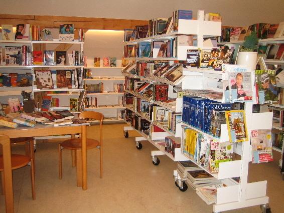 Biblioteca La Plaiv Slide 1