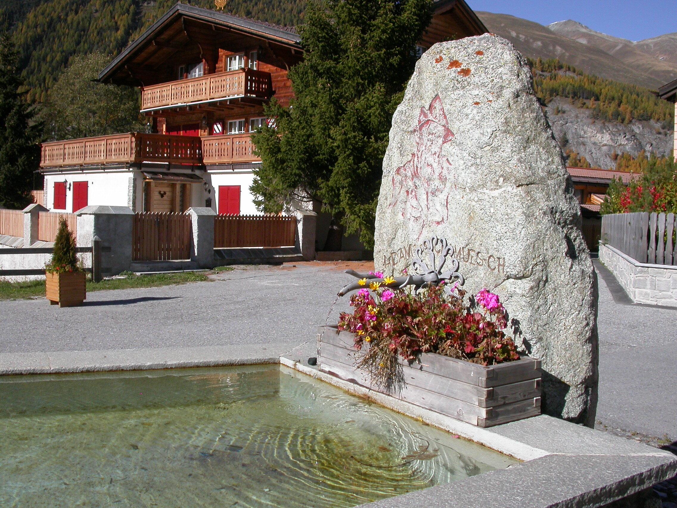 Brunnen Adam da Chamues-ch Slide 1