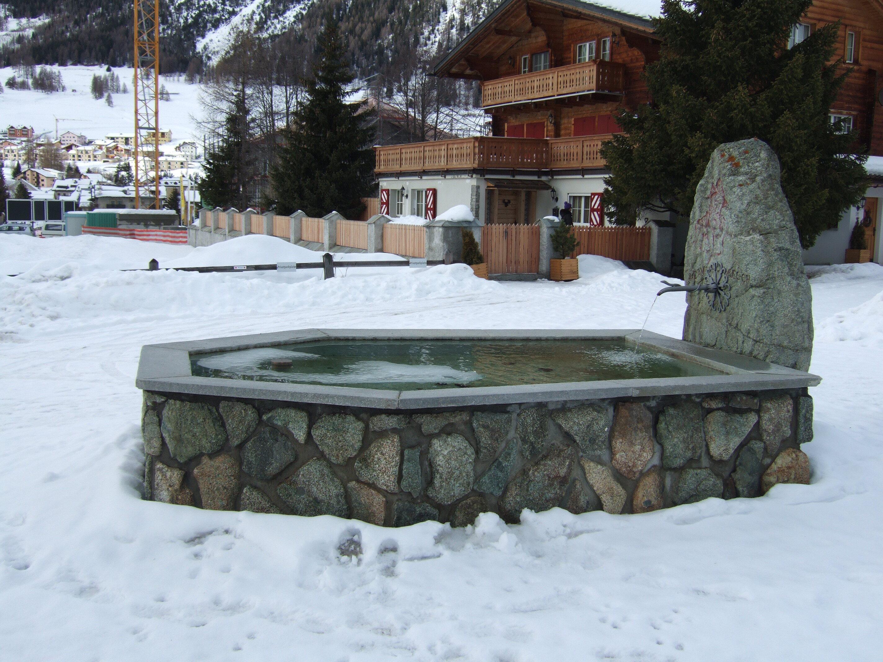 Brunnen Adam da Chamues-ch Slide 2