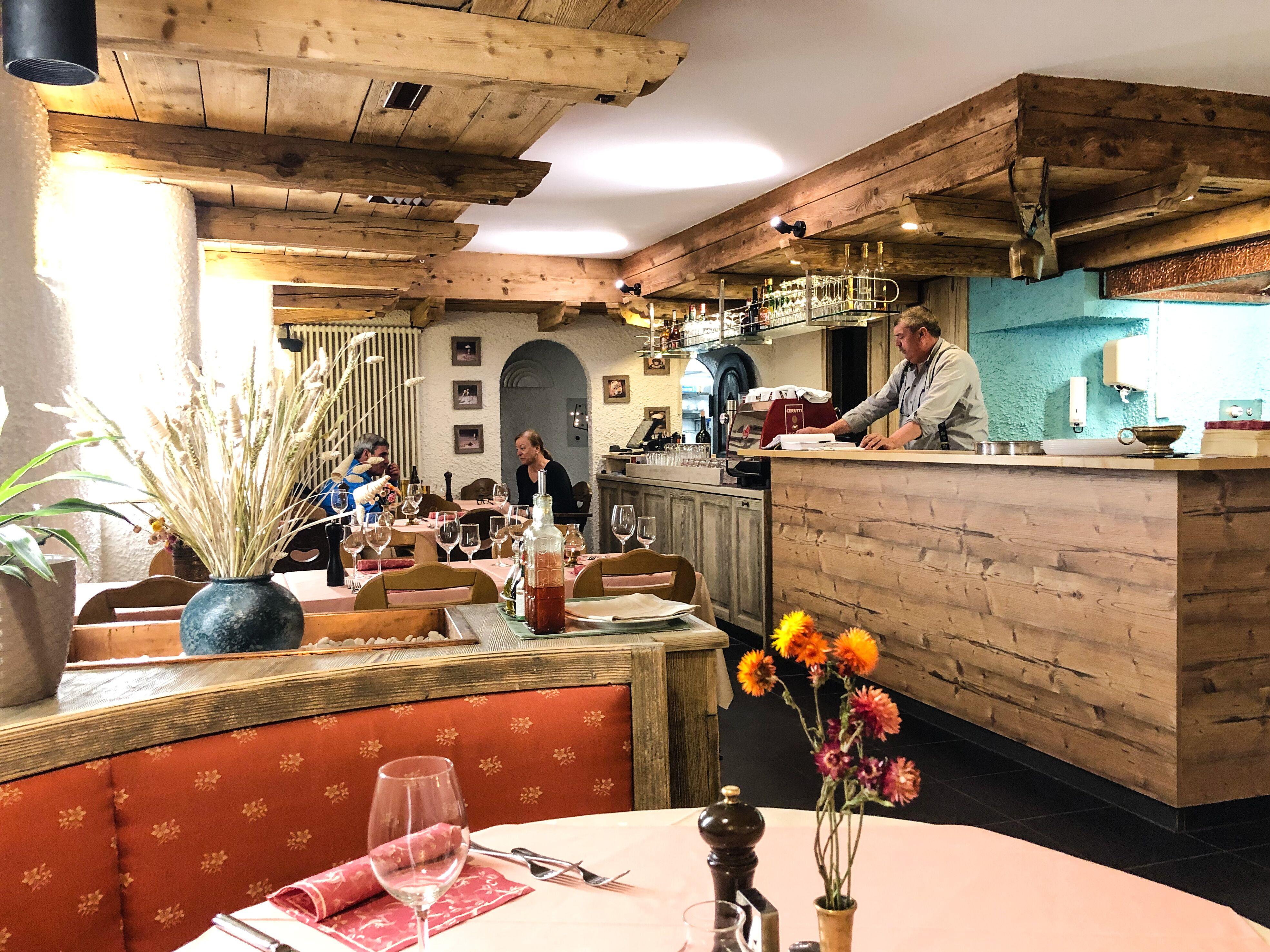 Zoran's Restaurant & Pizzeria Slide 3