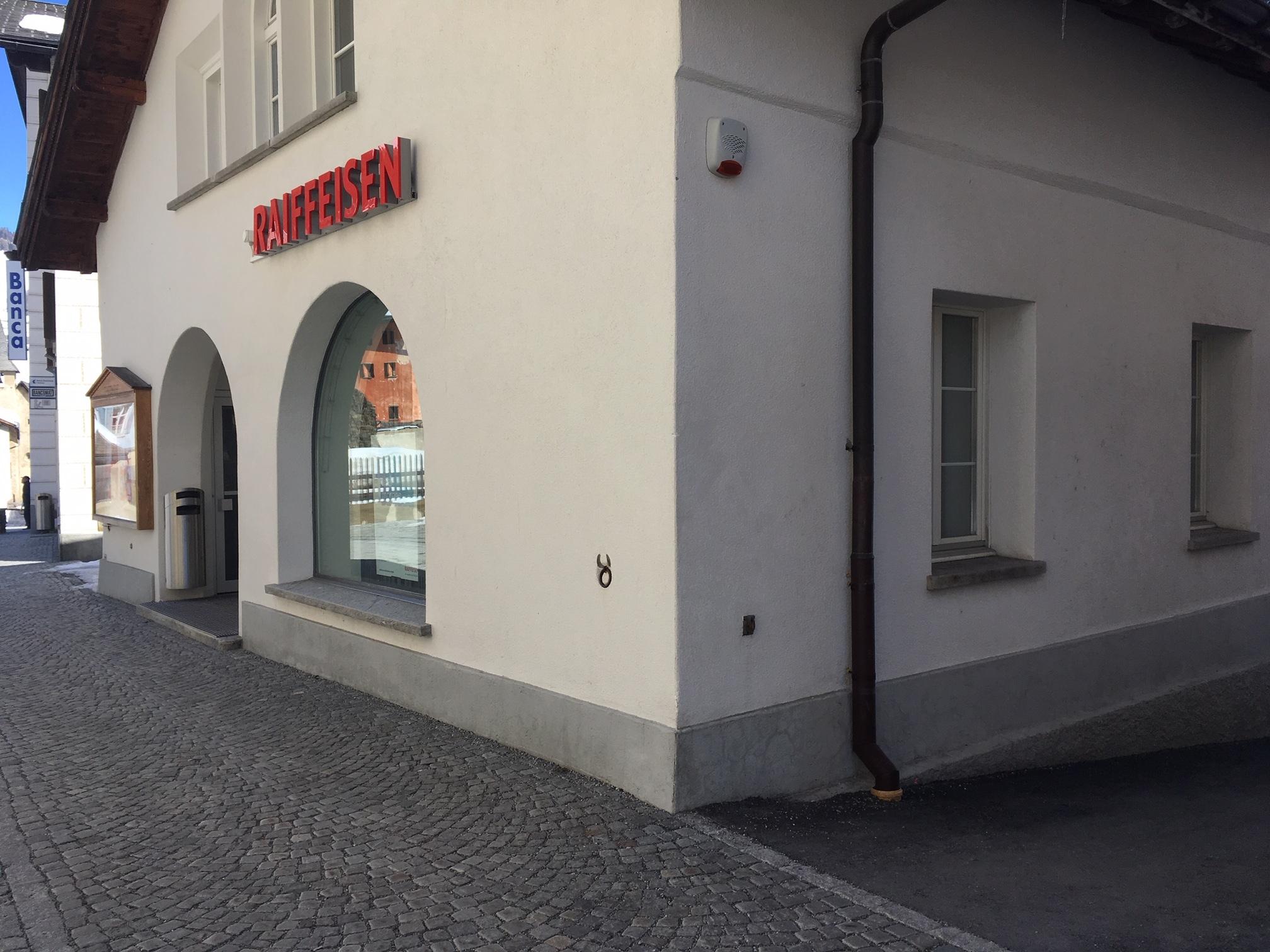 Banca Raiffeisen Engiadina Val Müstair Slide 1