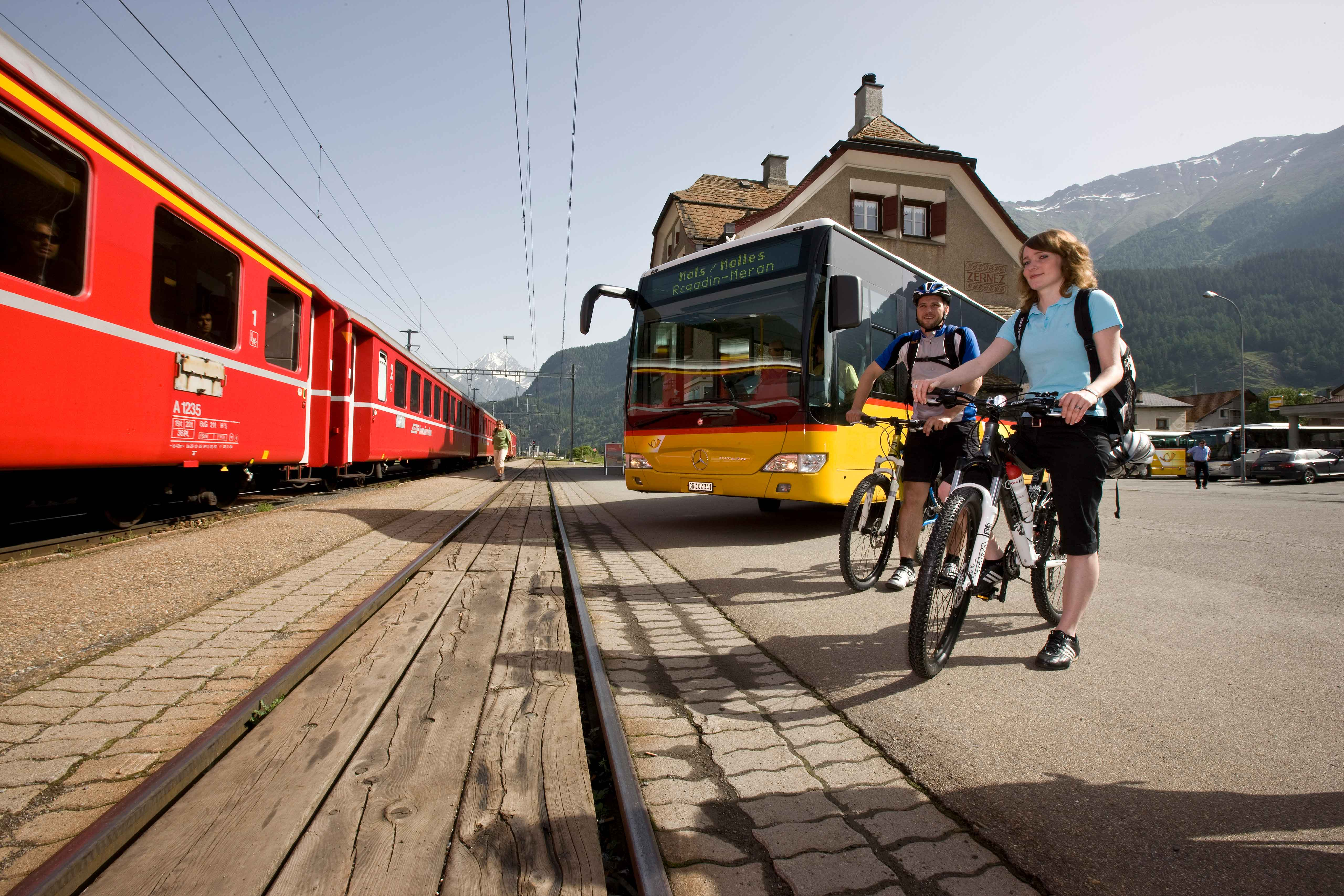 Mountainbike-Transport: Postauto Graubünden