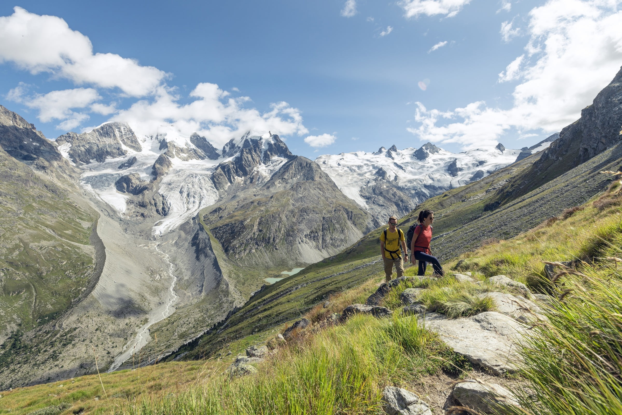 Die Weitwanderung von Poschiavo nach Maloja bietet atemberaubende Aussichten auf das Bernina-Massiv.
