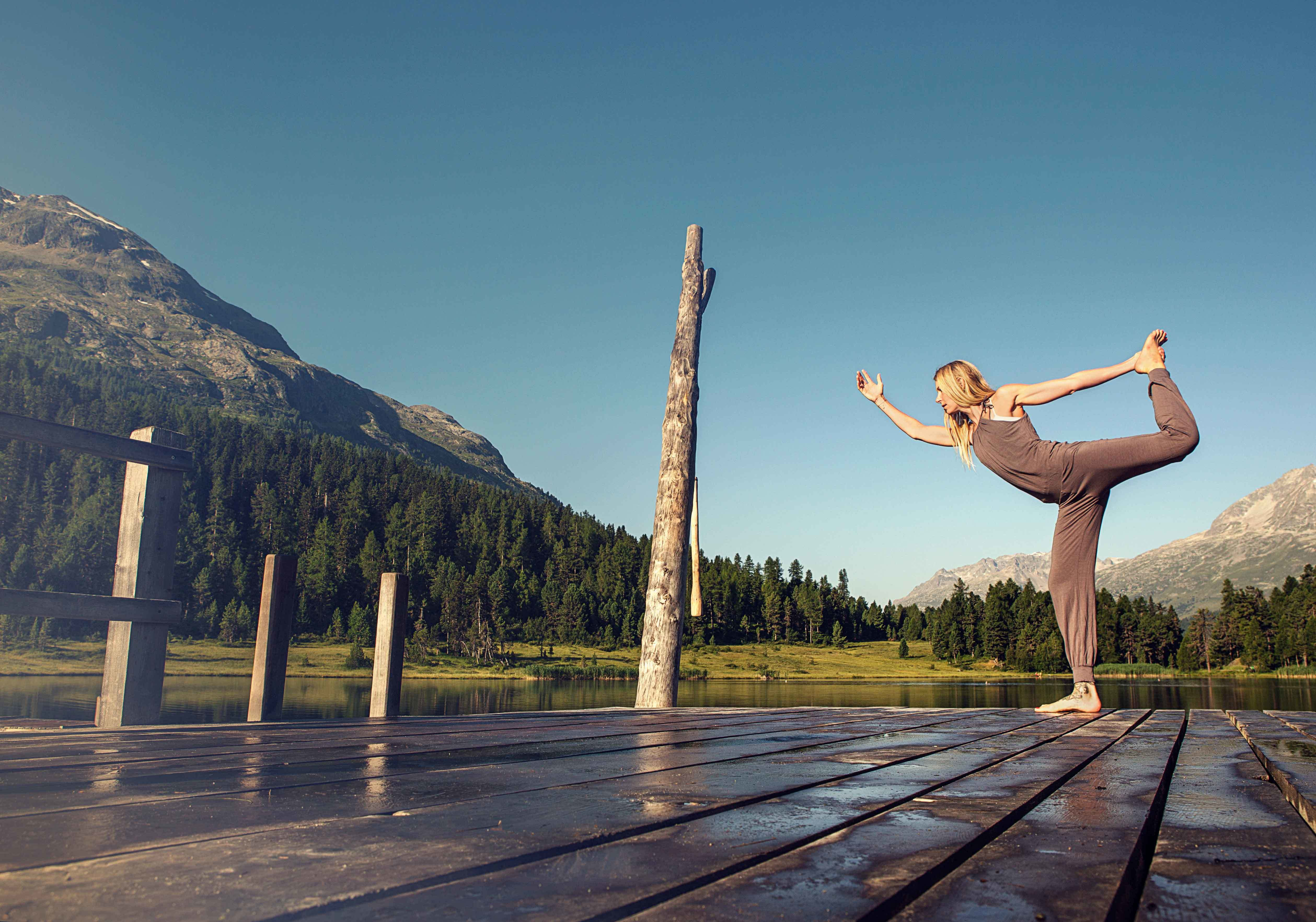 The perfect start to the day. Yoga in the early morning on Lej da Staz