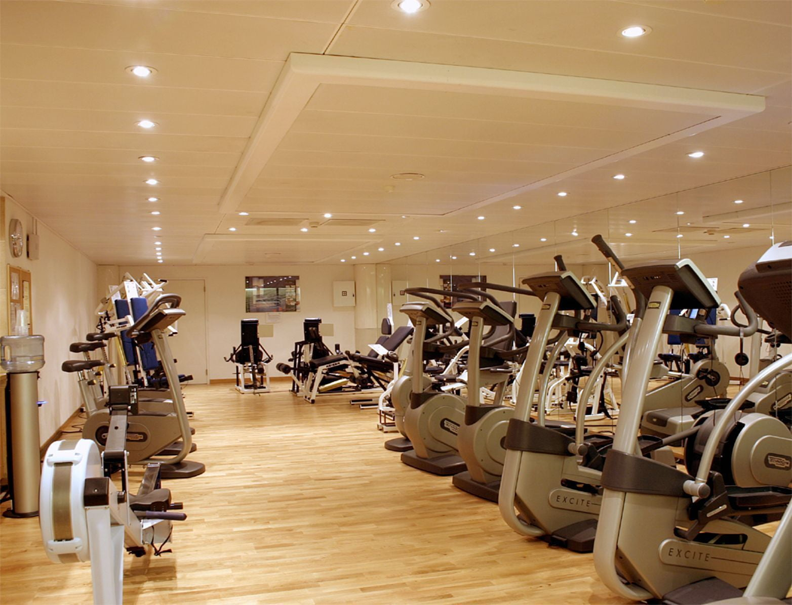 Wellfit, Crystal Hotel