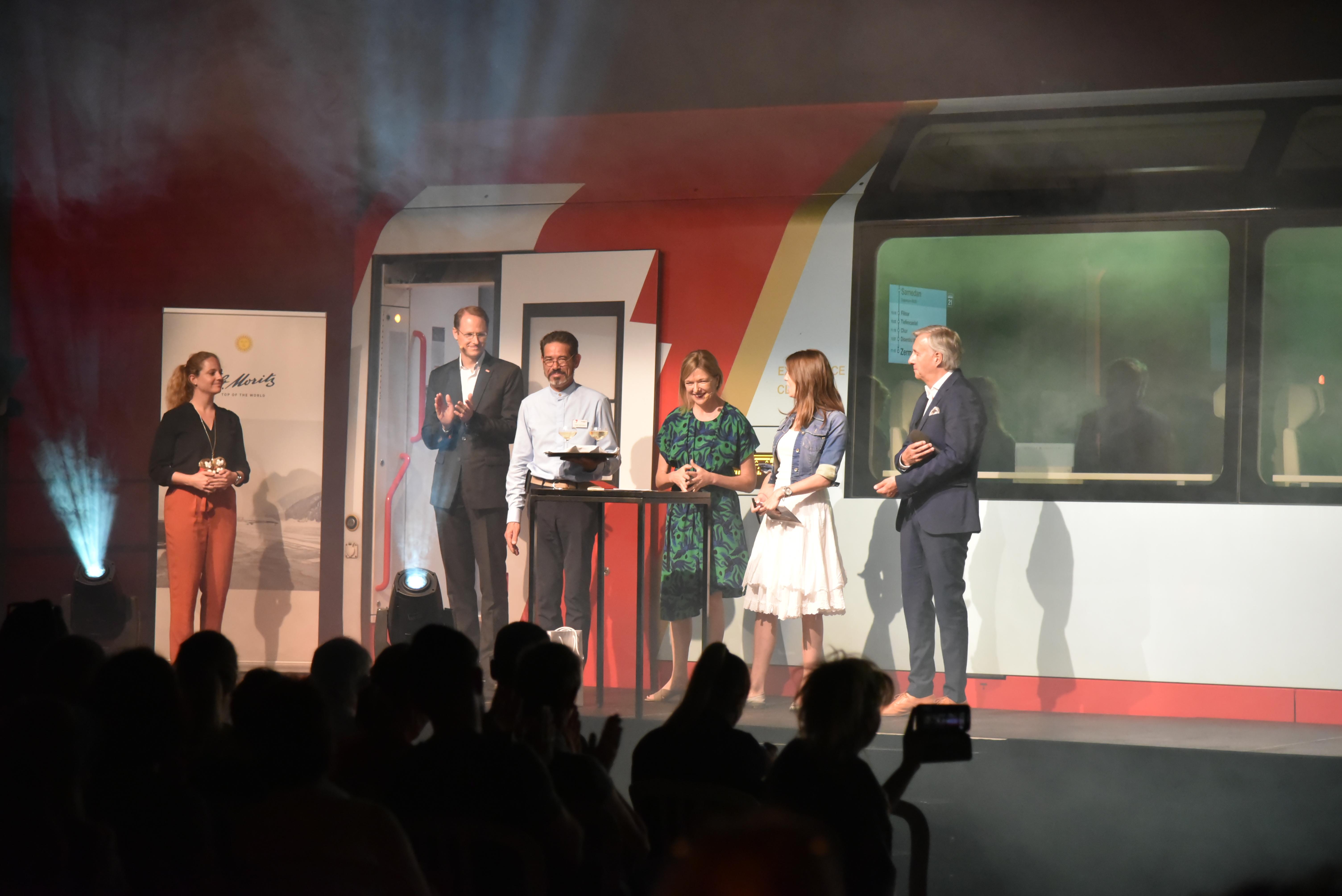 Sommer-Kickoff: Eine Bahnfahrt in den Engadiner Sommer Slide 1
