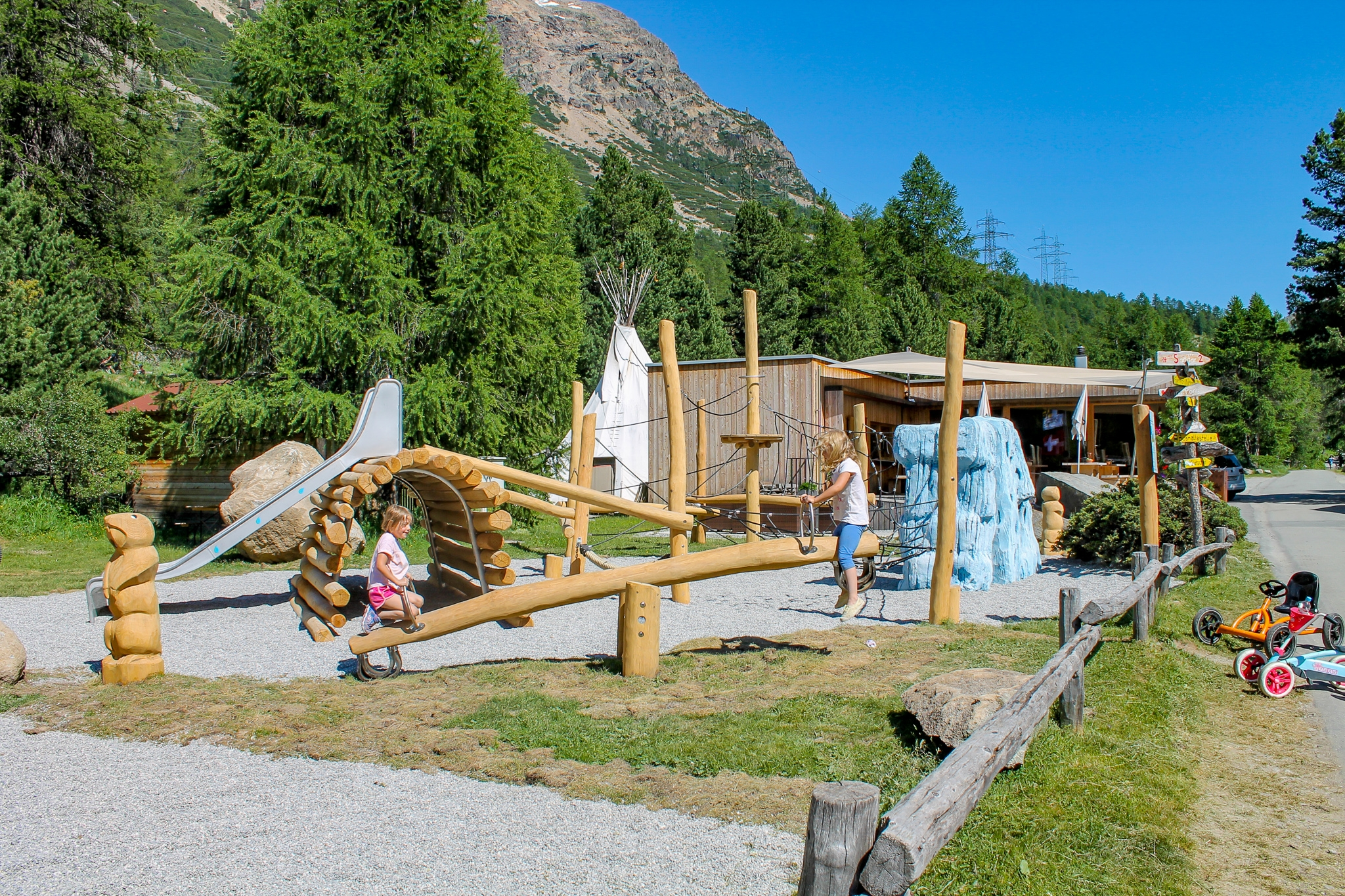 Kinderspielplatz Camping Morteratsch Slide 1