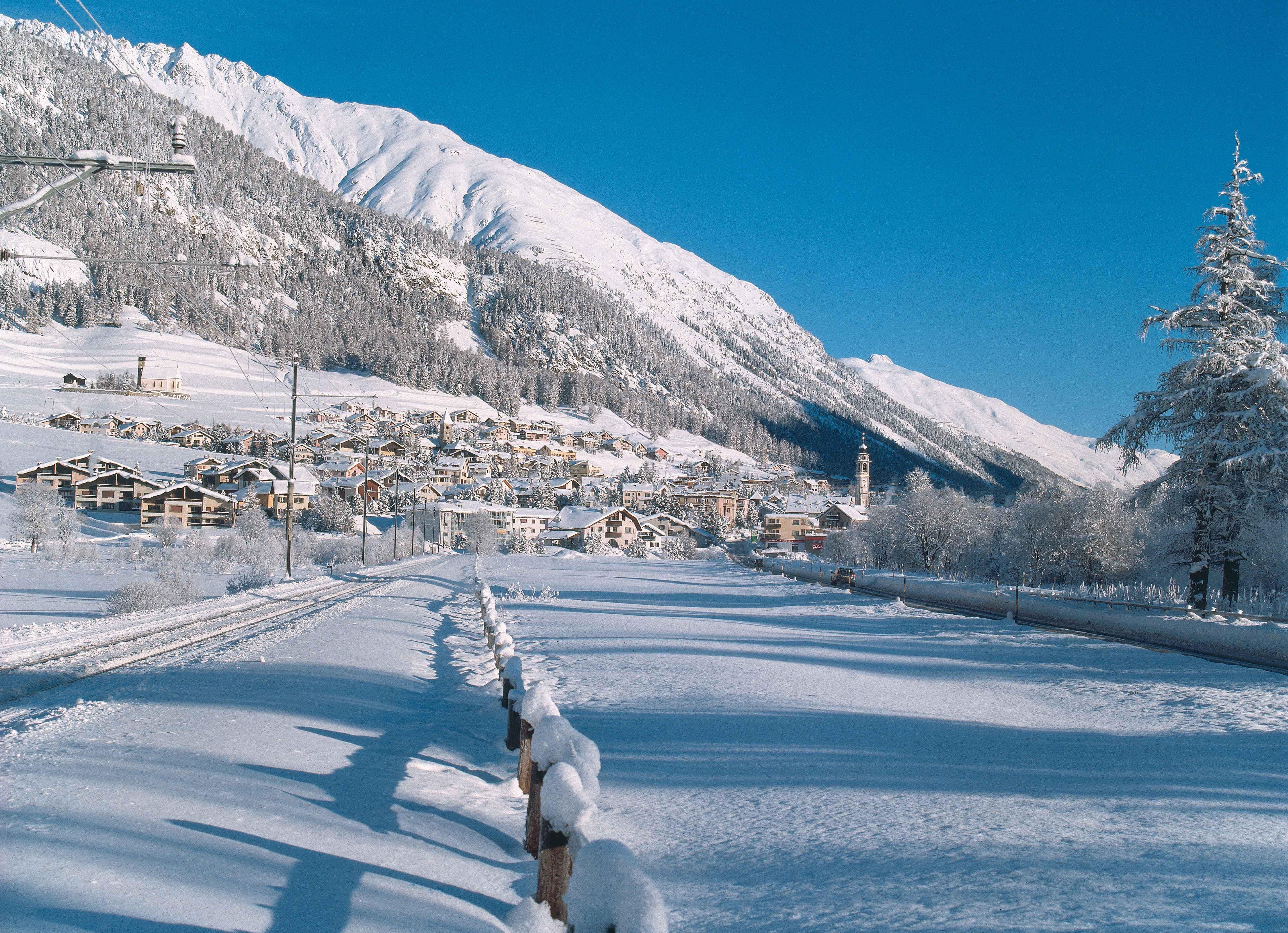 Winter view of Samedan.