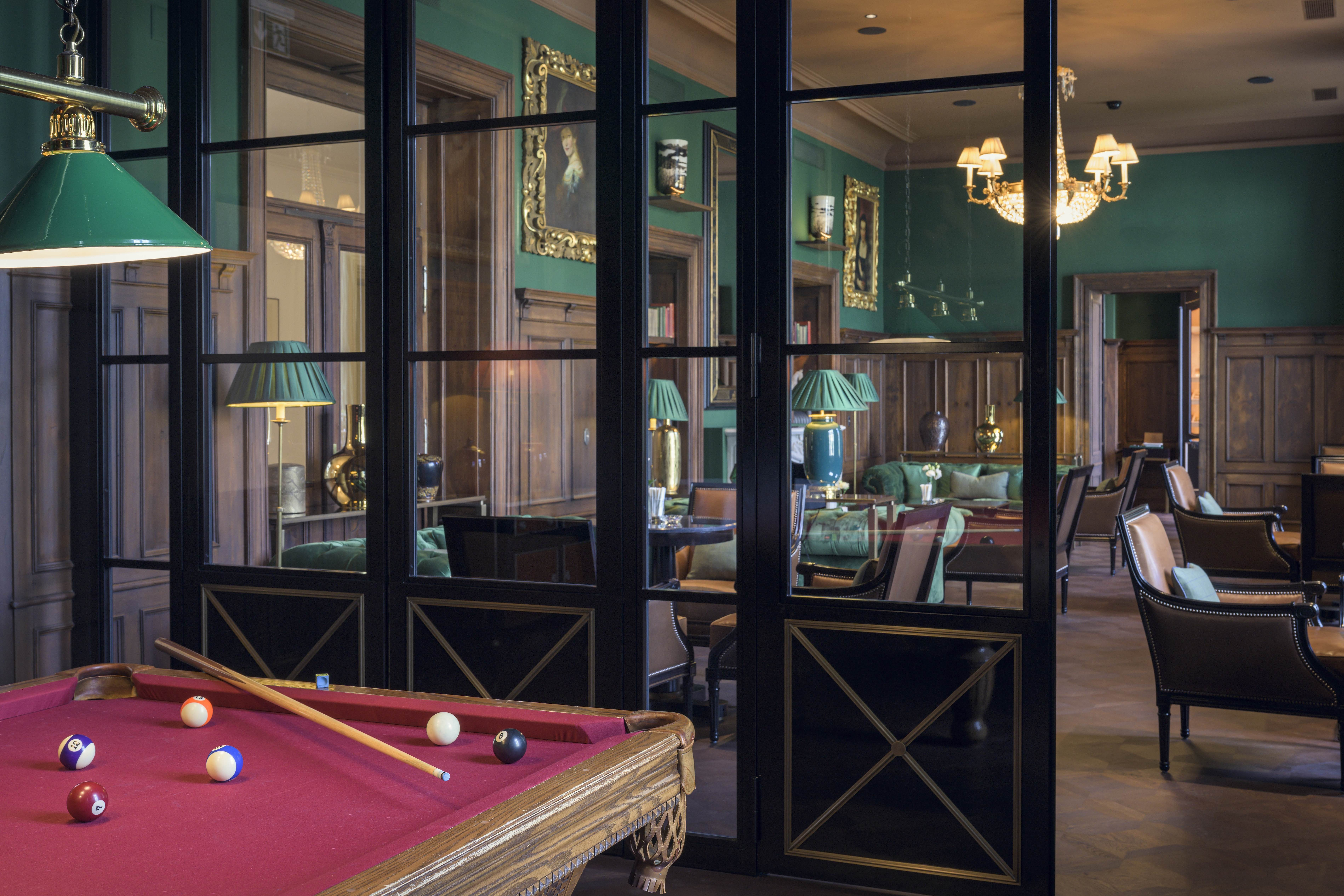 Grand Hotel Kronenhof Fumoir Slide 2
