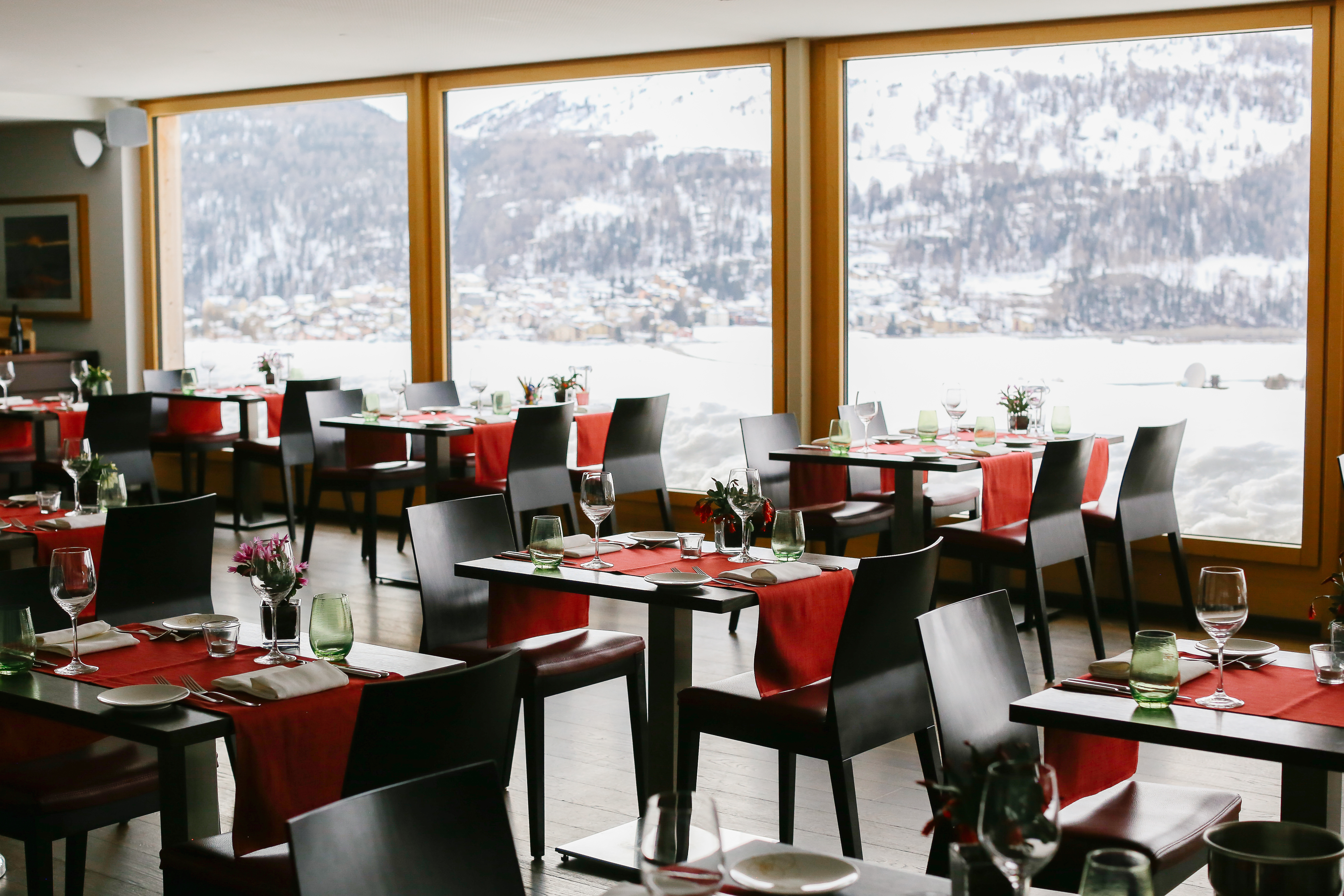 Stars Restaurant Slide 1