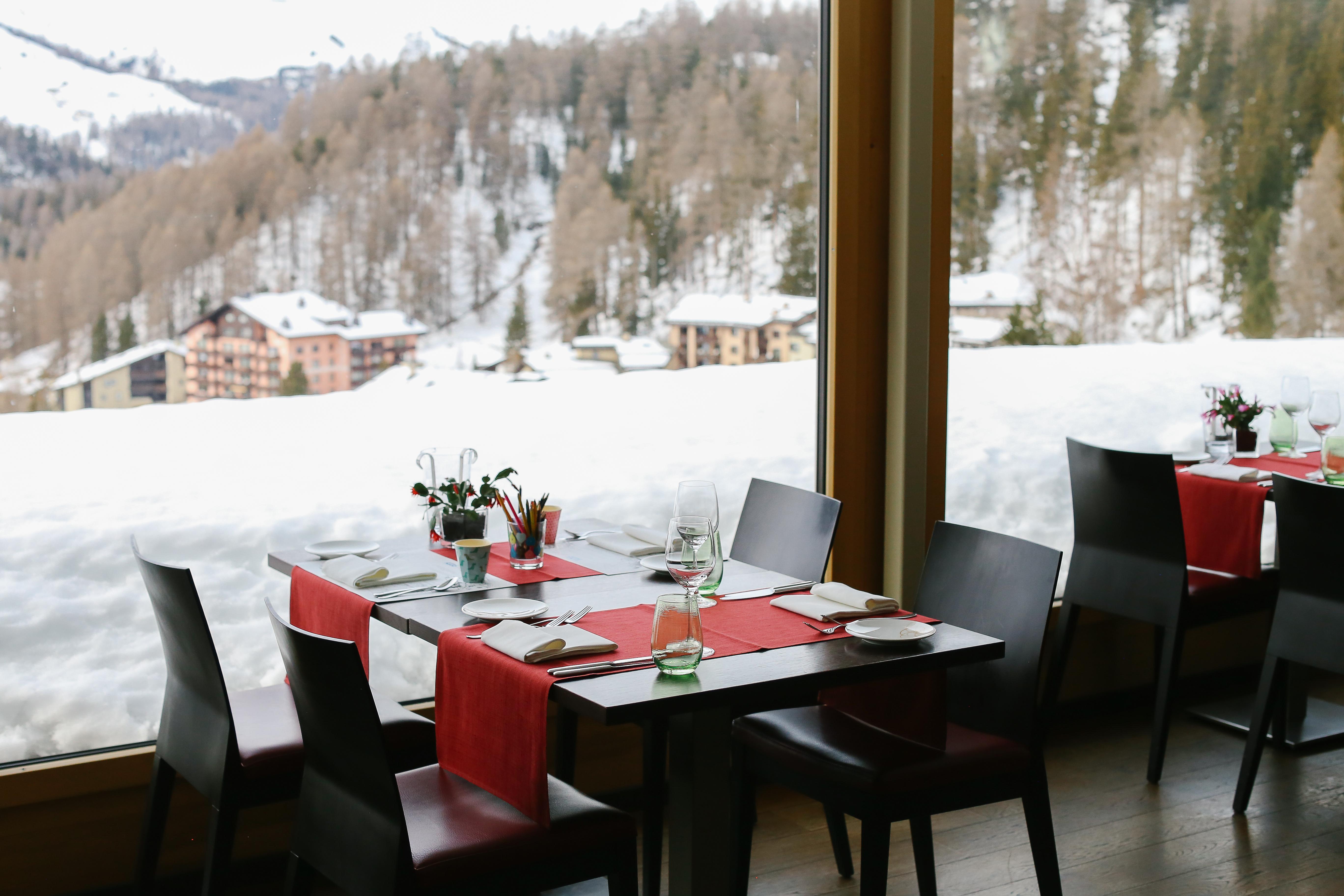 Stars Restaurant Slide 2