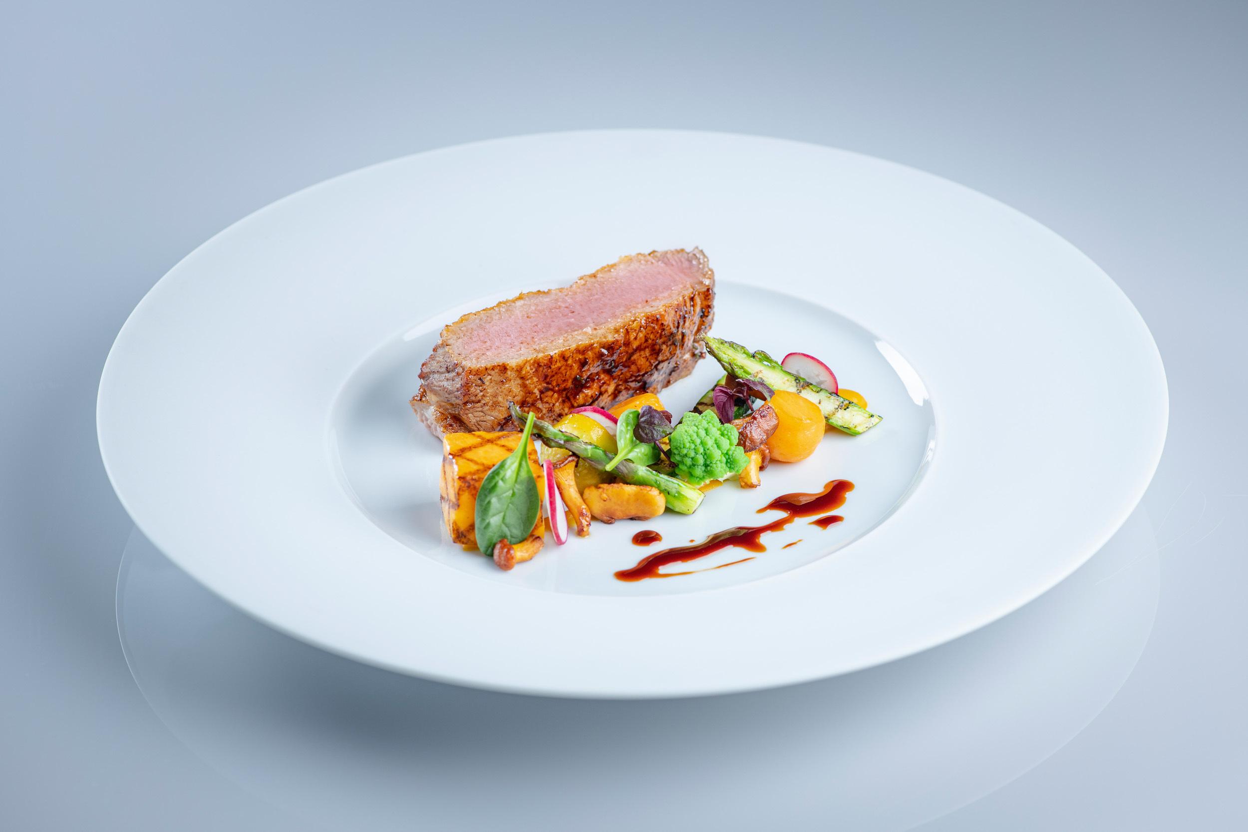 Grand Restaurant - Suvretta House Slide 6