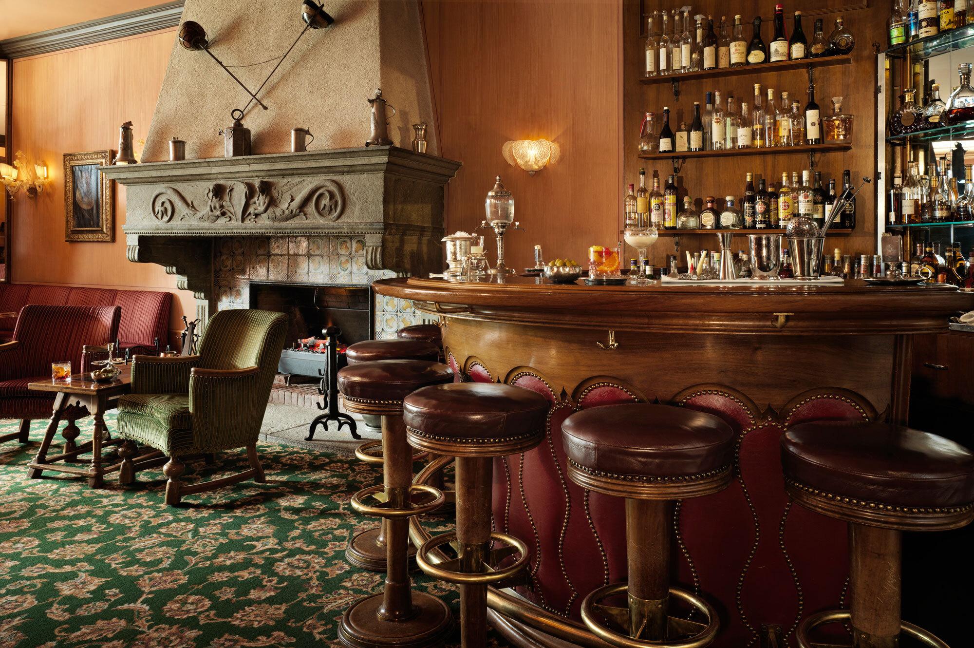 Renaissance Bar Slide 3