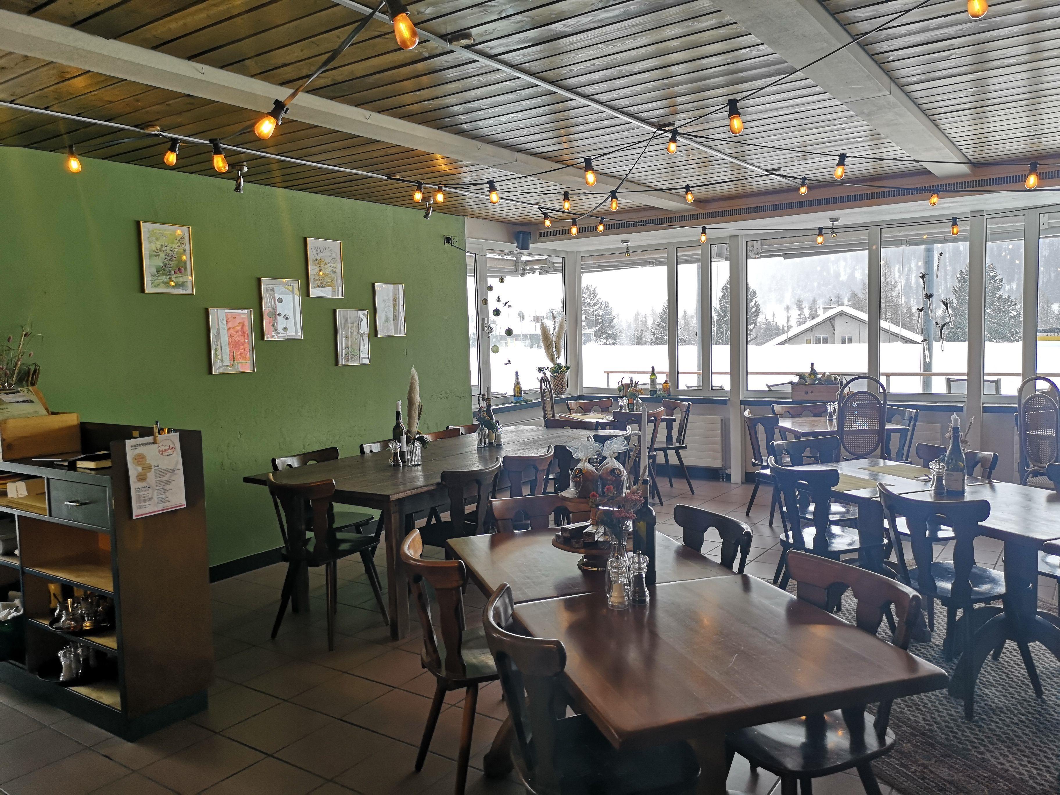 Bar Restaurant Giardin Slide 1