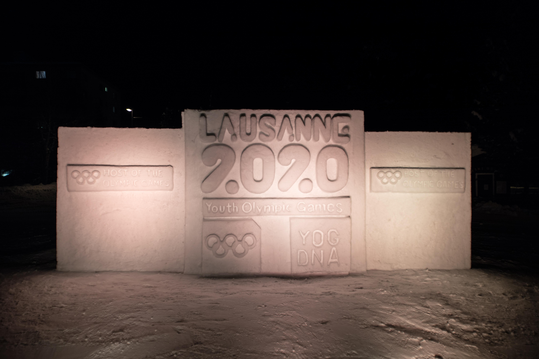 St. Moritz feiert mit Schneeskulpturen die Rückkehr der Olympischen Spiele Slide 1