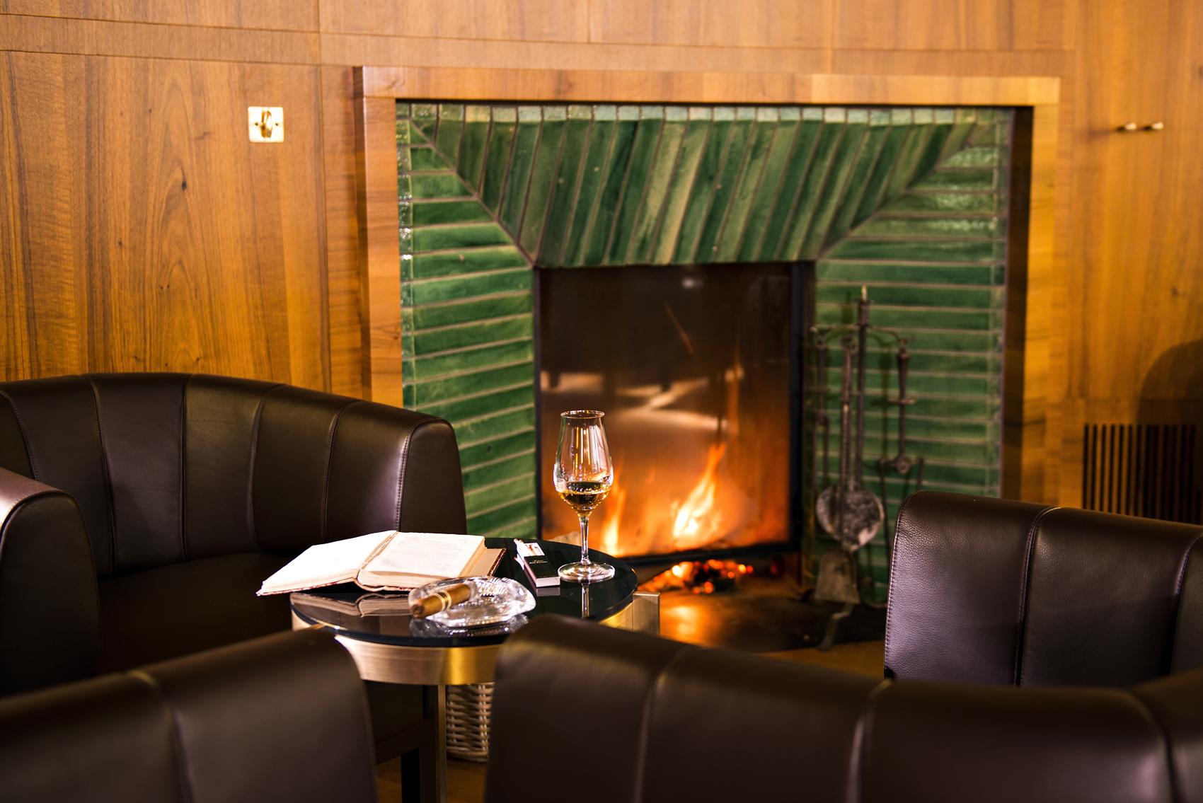 Hotel Waldhaus - Bar und Fumoir Slide 2