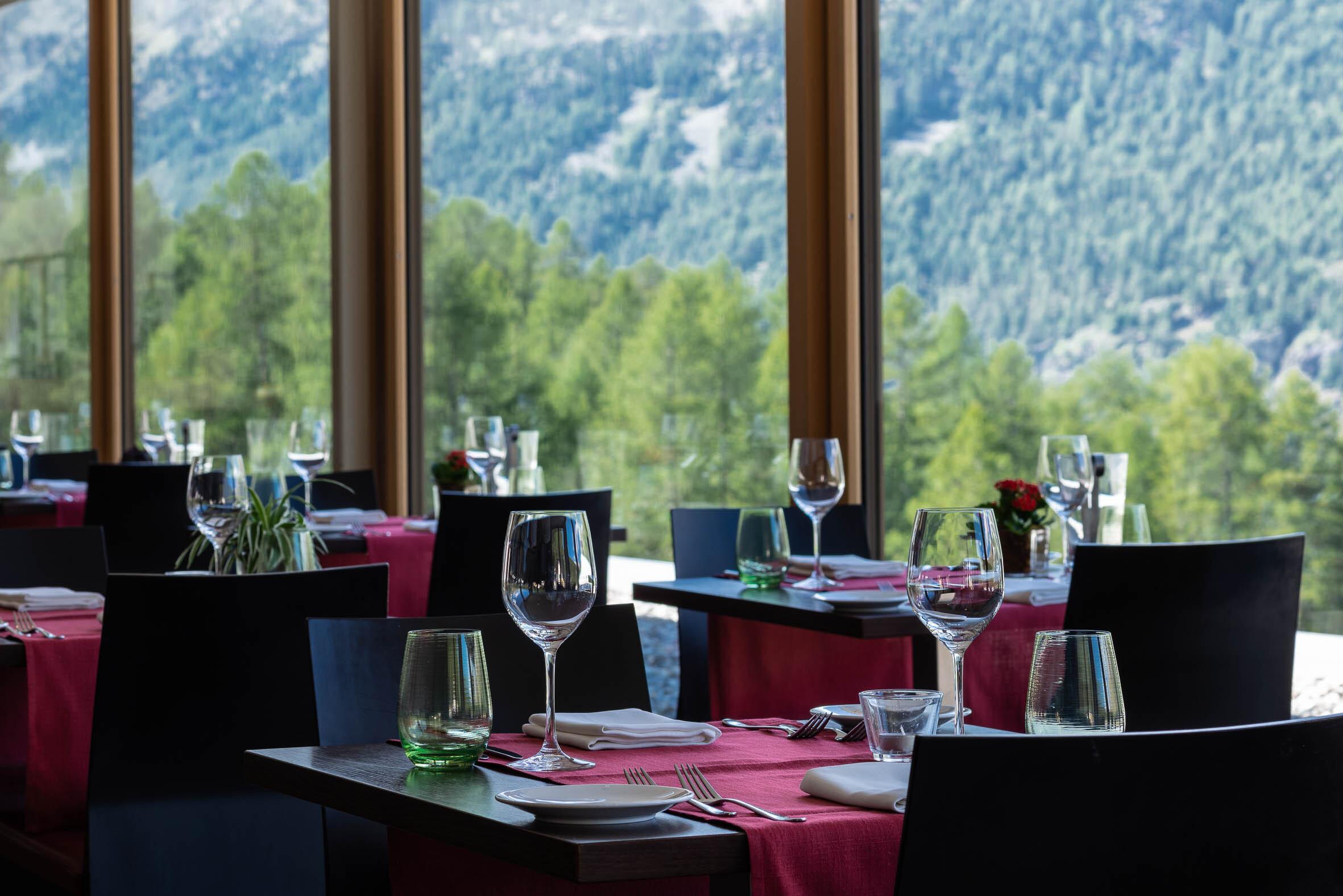 Stars Restaurant Slide 5