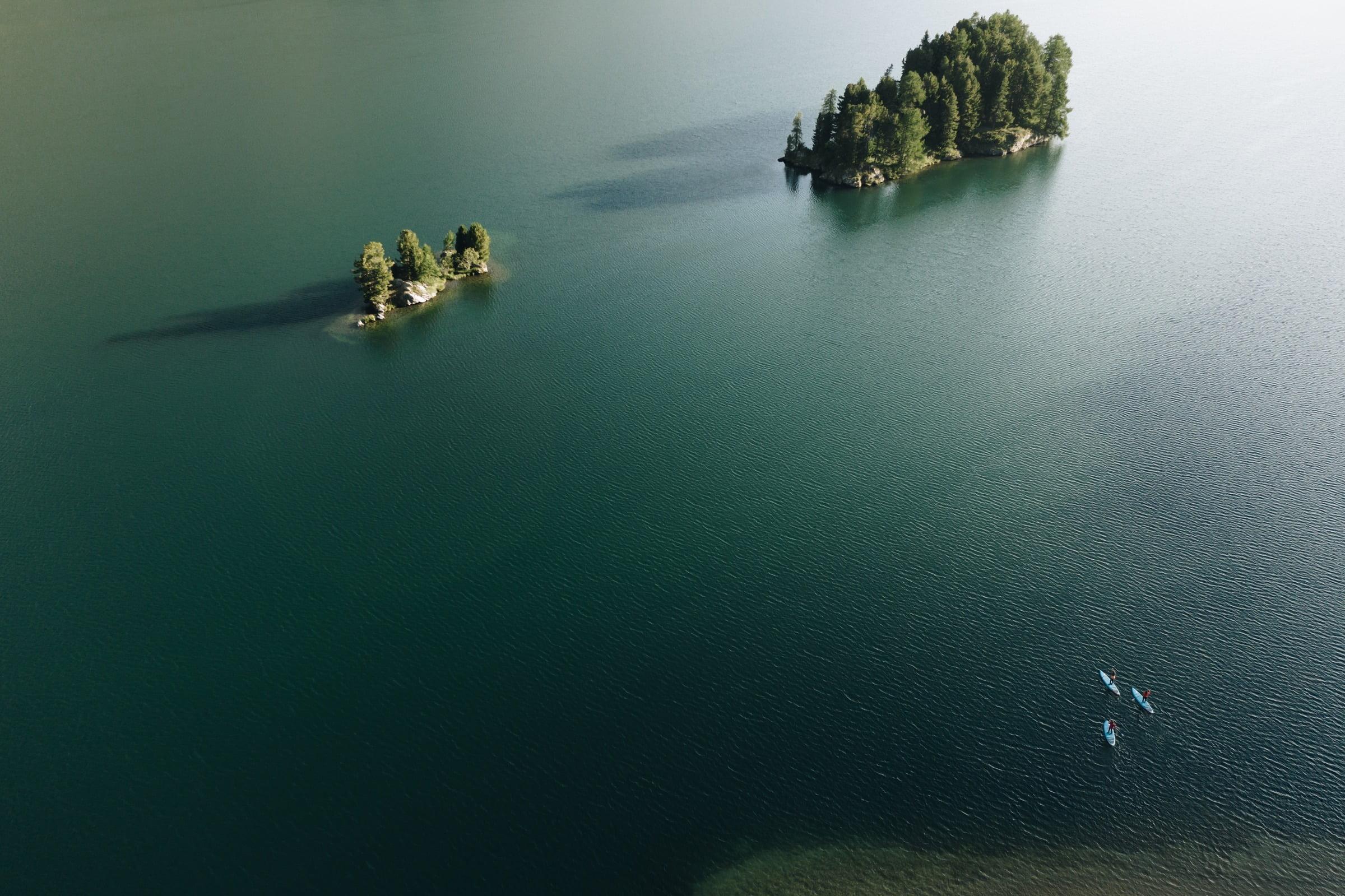 Stand up paddling in einer atemberaubenden Landschaft