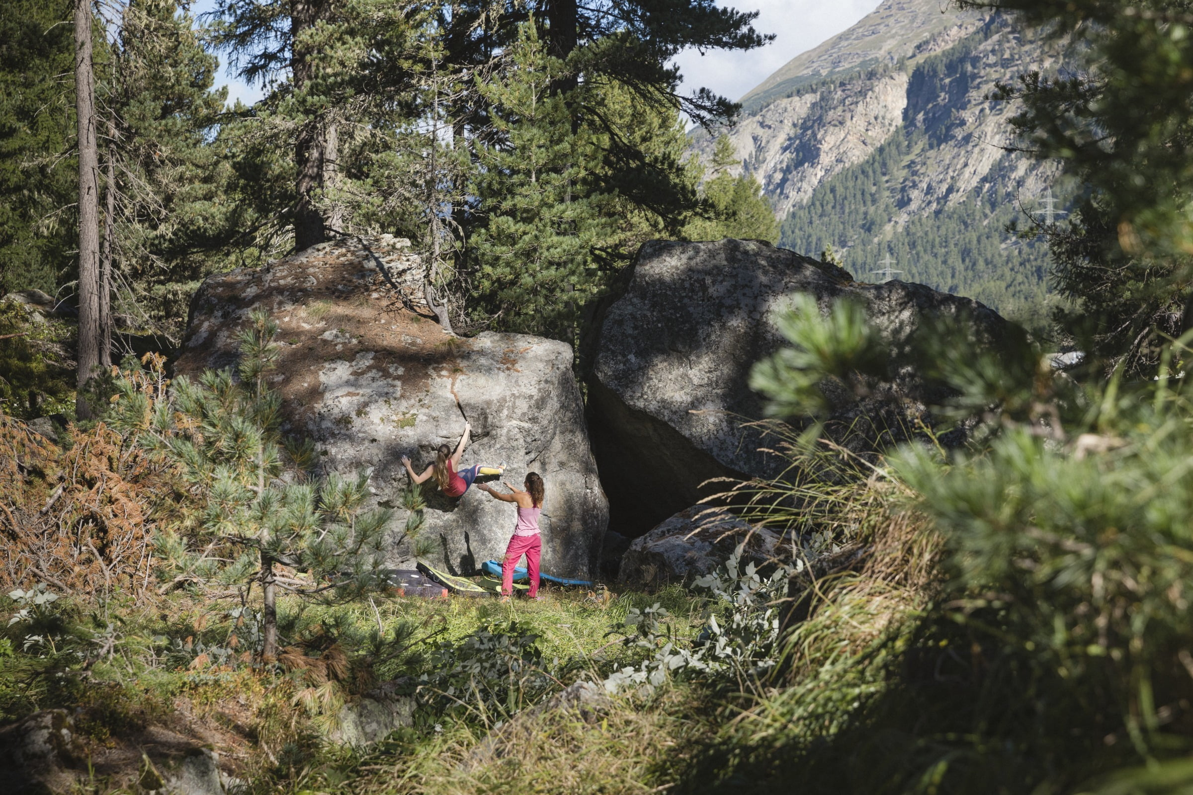 Lea Bärfuss - Bouldering in the Engadin