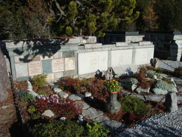 Bergfriedhof Maloja - Segantini-Grab Slide 1