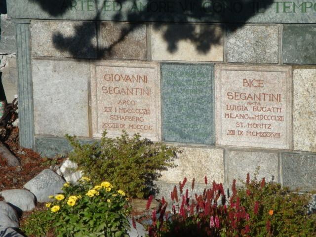 Bergfriedhof Maloja - Segantini-Grab Slide 2