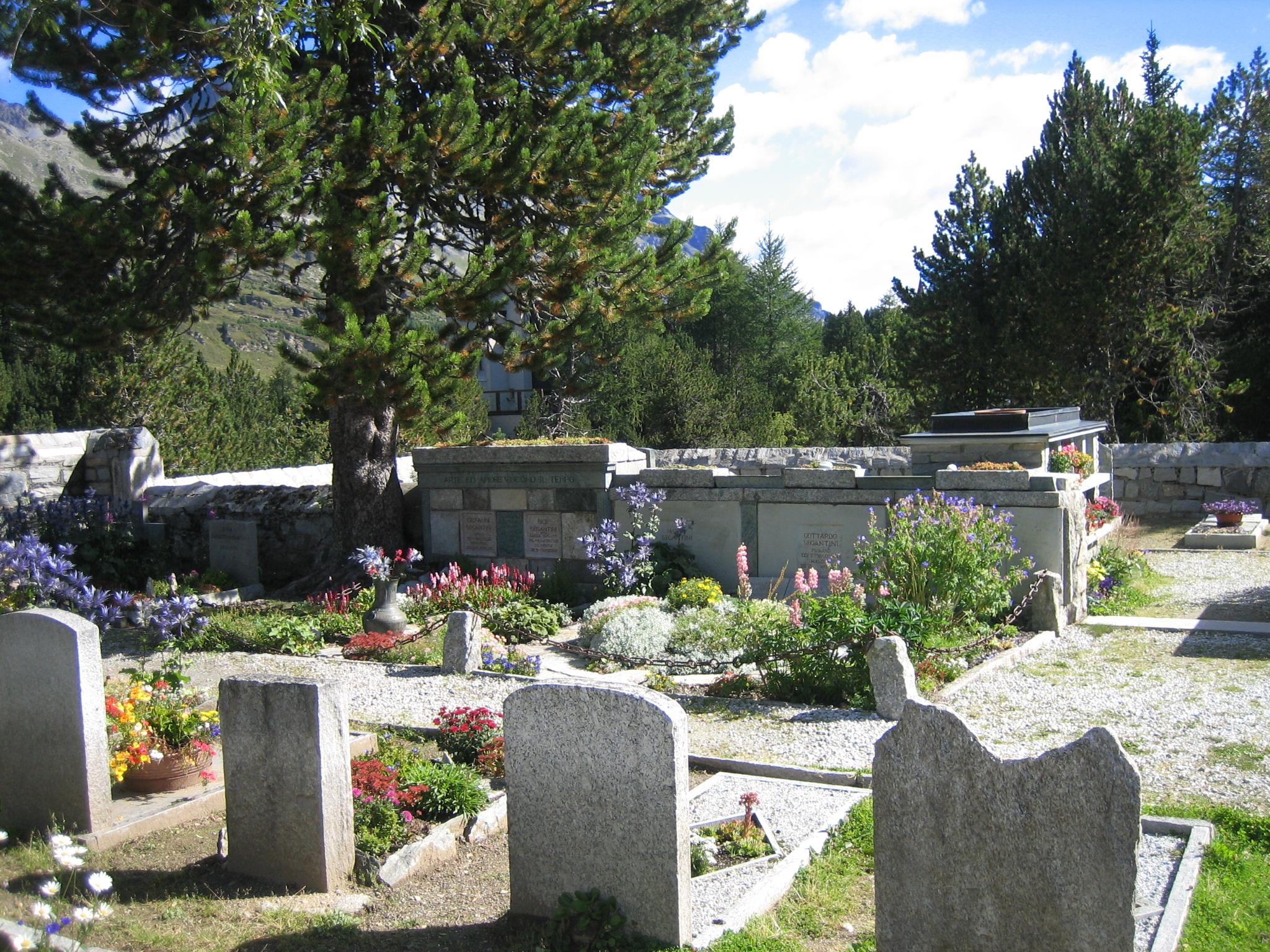 Bergfriedhof Maloja - Segantini-Grab Slide 3