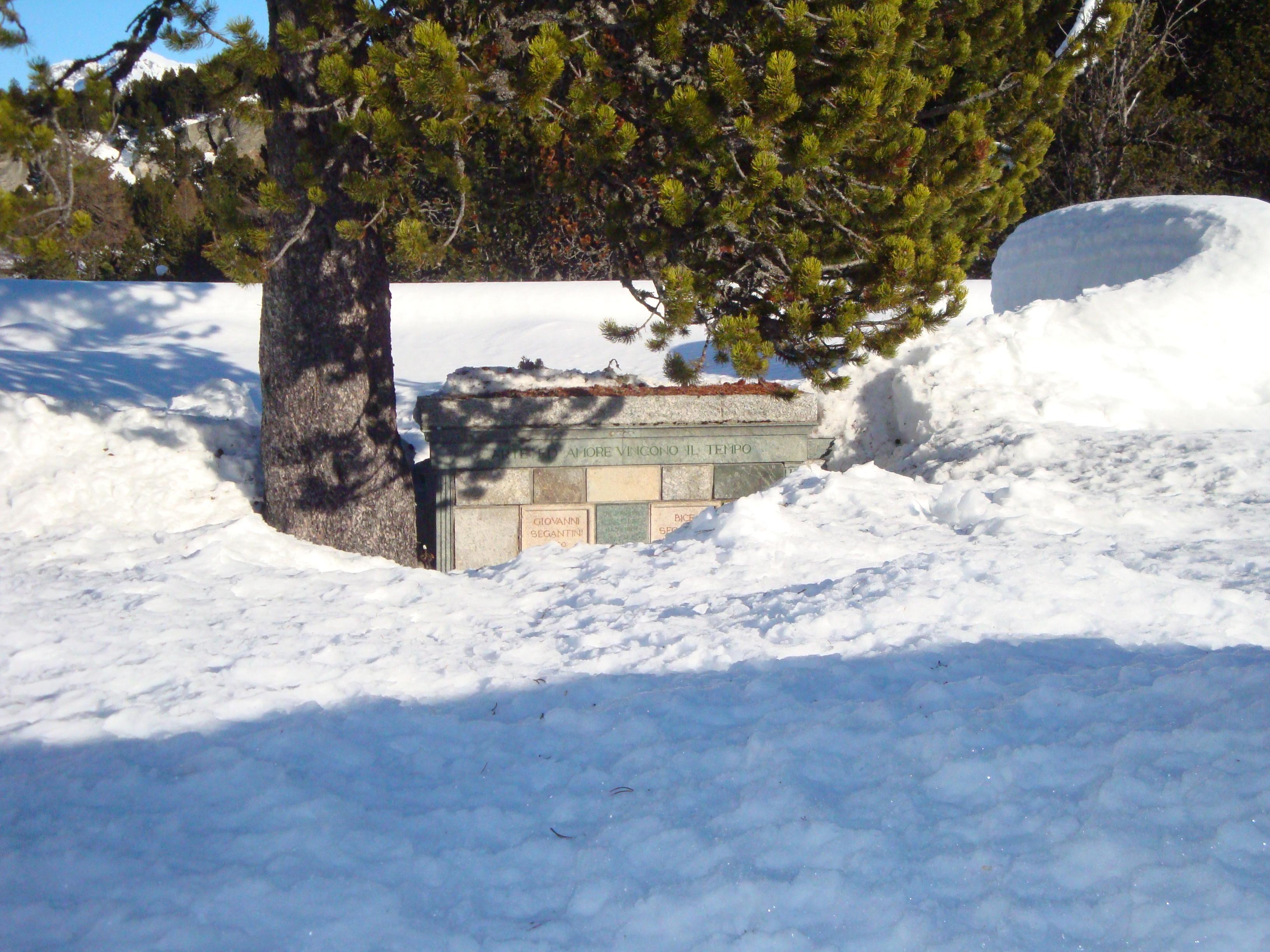 Bergfriedhof Maloja - Segantini-Grab Slide 4
