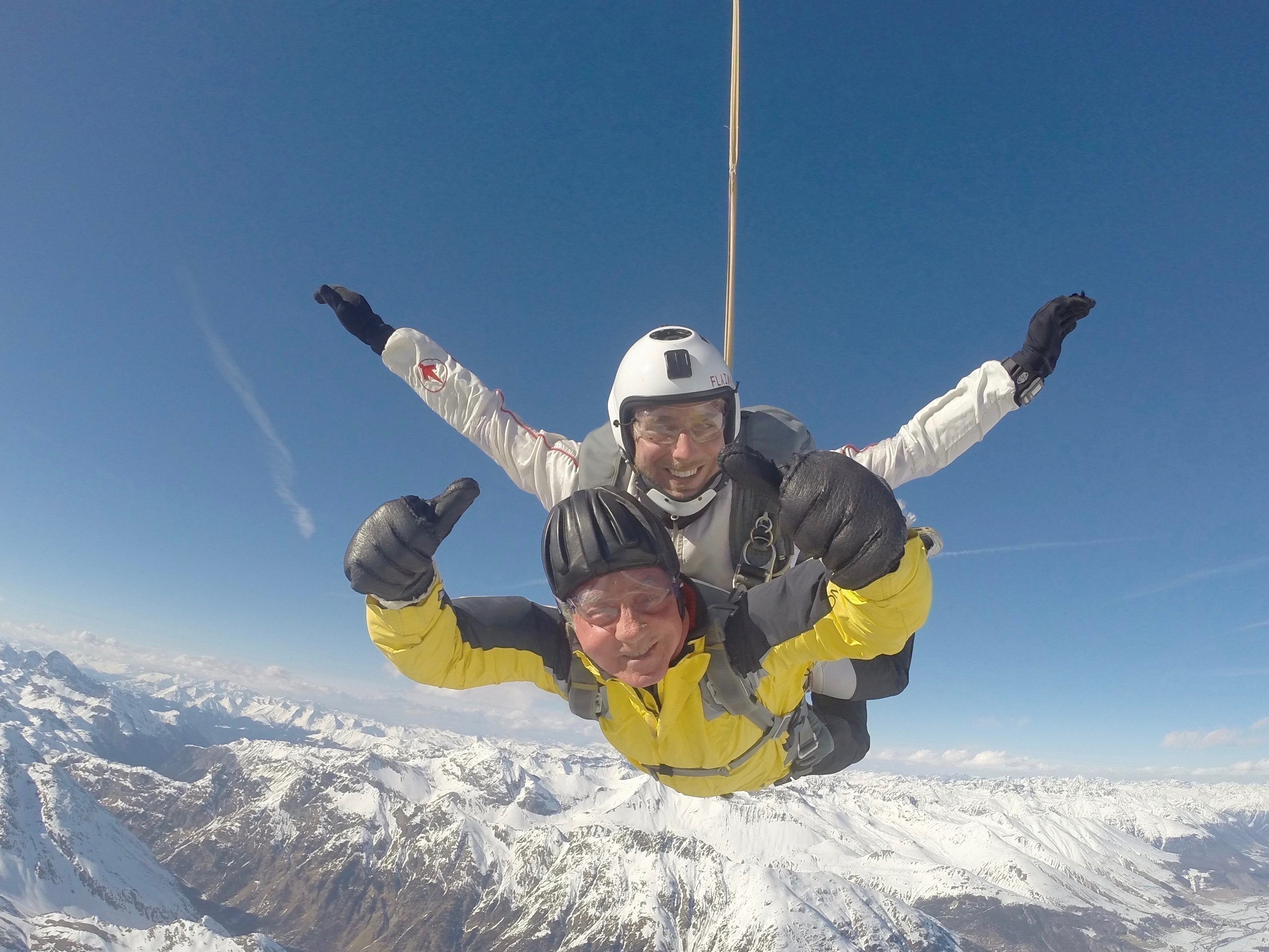 Engadinsky: Free fall over the snowy Engadine from 5200 metres!